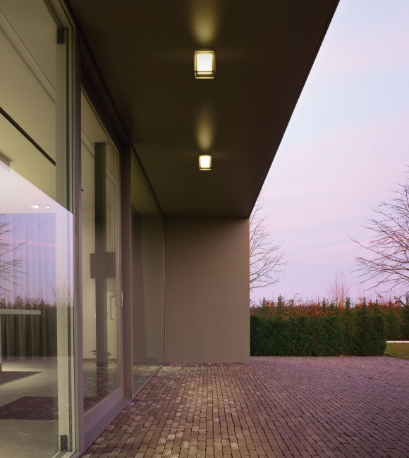 Overhanging Wall Lights : Overhanging eave - Tag - Delta Light
